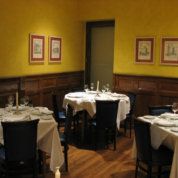 Small private dining room merlo on maple - Private dining rooms chicago ...
